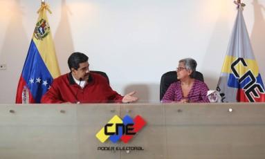 Maduro e Tibisay Lucena anunciam datas de processos eleitorais Foto: HO / AFP