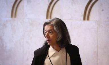 A ministra Cármen Lúcia chega para sessão do Supremo Tribunal Federal Foto: André Coelho / Agência O Globo/04-05-2017
