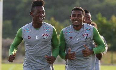 Léo e Wendel durante um treino do Fluminense Foto: Lucas Mercon / Fluminense F.C.