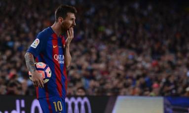 Atacante do Barcelona, Lionel Messi entrou na mira do Fisco espanhol Foto: JOSEP LAGO / AFP