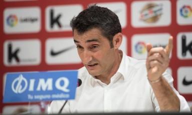 Ernesto Valverde em sua entrevista coletiva de despedida no Athletic Bilbao Foto: ANDER GILLENEA / AFP
