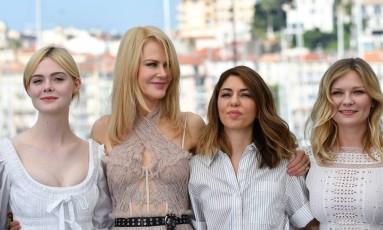 Elle Fanning, Nicole Kidman, Sofia Coppola e Kirsten Dunst durnate lançamento de 'O estranho que nós amamos', em Cannes Foto: ALBERTO PIZZOLI / AFP