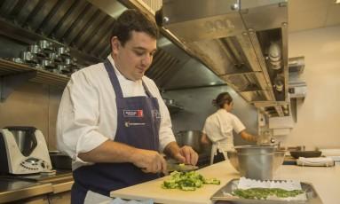 Chef trabalhou por 10 anos no exterior antes de abrir o Lasai Foto: Analice Paron / Agência O Globo