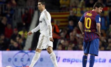 Cristiano Ronaldo e Messi em 2012: craques de Real Madrid e Barcelona têm nomes envolvidos em denúncias fiscais Foto: Albert Gea / Reuters