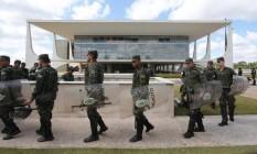 Polícia do Exército reforça segurança do Palácio do Planalto Foto: Givaldo Barbosa/O Globo