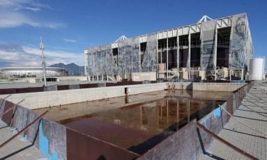 Piscina no Parque Olímpico da Barra: abandono após os Jogos Foto: Guilherme Pinto/Extra