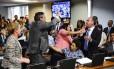Confusão na audiência pública da Comissão de Assuntos Econômicos (CAE) que trata da reforma trabalhista. Foto: Marcos Oliveira/Agência Senado