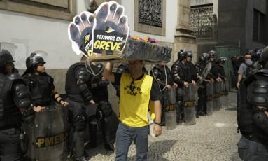 PM reforça segurança nas proximidades da Alerj Foto: Gabriel Paiva / Agência O Globo