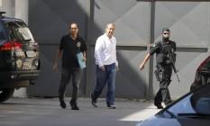 Ex-governador do Rio preso na operação Lava-Jato chegou pela garagem da Justiça Federal Foto: Domingos Peixoto / O Globo