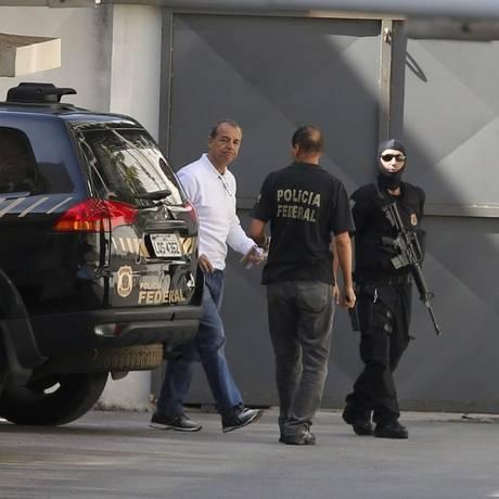 Ex-governador do Rio preso na operação Lava-Jato, Sérgio Cabral chega pela garagem da Justiça Federal Foto: Domingos Peixoto / O Globo