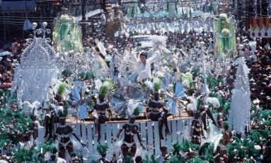 Em 1982, o Império Serrano conquistou seu último título na elite do carnaval carioca Foto: Agência O Globo / Anibal Philot/21-01-1982