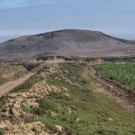 Huaca Prieta, no litoral do Peru: ocupação teria começado há cerca de 15 mil anos Foto: Divulgação/Tom Dillehay/Science Mag