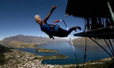 Salto de bungee jumping, na região do Lago Wakatipu, na região de Queenstown, Nova Zelândia Foto: AJ Hackett Bungy New Zealand/Divulgação