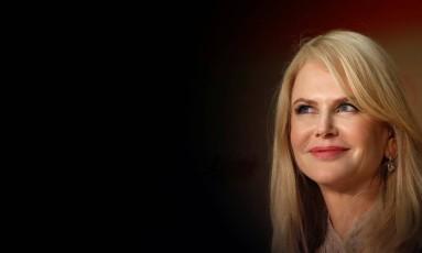 """Pode-se dizer com tranquilidade: Nicole Kidman é a rainha da 70ª edição do Festival de Cannes. Não é por menos: a atriz estrela """"O Estranho que Nós Amamos"""", de Sofia Coppola, e """"The Killing a Sacred Deer"""", de Yorgos Lanthimos. Além disso, ela também está em """"How to Talk at Girls at Parties"""" e a série """"Top of the Lake"""", que estão fora da disputa mas tiveram exibições no festival. Com tantos compromissos, ela não fez feio no tapete vermelho desta edição Foto: STEPHANE MAHE / REUTERS"""