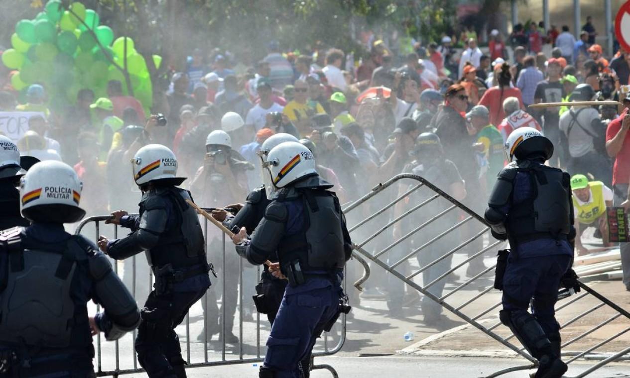 O governo federal não pode intervir na segurança, a não ser que o presidente Michel Temer convoque a Força Nacional para conter o protesto Foto: Renato Costa/FramePhoto / O Globo
