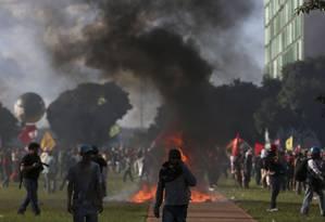 Manifestação contra reformas do presidente Michel Temer na Esplanada dos Ministérios Foto: Michel Filho / Agência O Globo