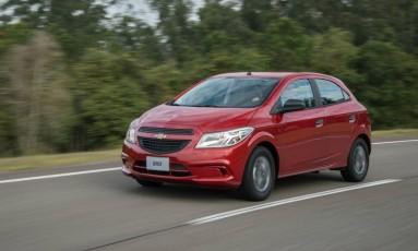 O Chevrolet Onix Joy, modelo 2017, pode apresentar problema em pneus, alerta fabricante Foto: Divulgação