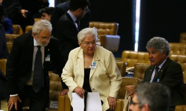 A deputada Federal Luiza Erundina (PSOL-SP) no centro do lado (E) Deputado Federal Ivan Valente(PSOL-SP) e do lado (D) Deptado Chico Alencar Foto: Ailton de Freitas / Agência O Globo