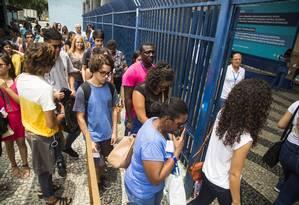 Estudantes chegam para fazer prova do Enem 2016 Foto: Bárbara Lopes / Agência O Globo