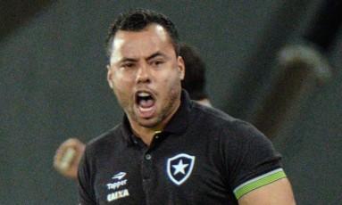Jair Ventura comemora classificação para Libertadores Foto: YASUYOSHI CHIBA / YASUYOSHI CHIBA