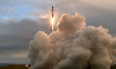 Esta foi a primeira vez que um foguete orbital foi lançado a partir de uma base privada Foto: ROCKETLAB
