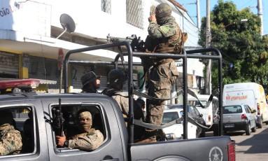 Policiais do Bope fazem operação no Jacarezinho Foto: Fabiano Rocha / Agência O Globo