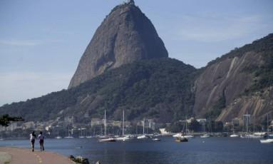 Uma quinta-feira ensolarada na Enseada de Botafogo Foto: Gabriel de Paiva / Agência O Globo