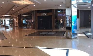 Lojistas fecharam as portas após tiros dentro do Barra Shopping Foto: Jacarepaguá Notícias RJ