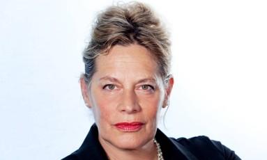A escritora sul-africana Deborah Levy, uma das convidadas da Flip 2017 Foto: Sheila Burnett / Divulgação