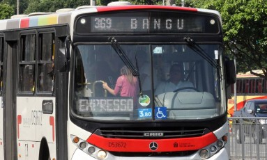 A Justiça autorizou o aumento das passagens de ônibus no Rio Foto: Paulo Nicolella / Agência O Globo