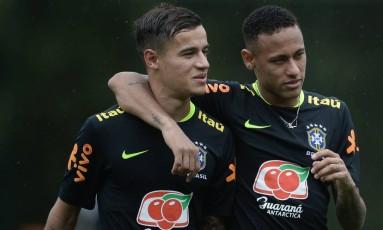 Neymar e Philippe Coutinho em treino da seleção brasileira Foto: Pedro Martins / Mowa Press
