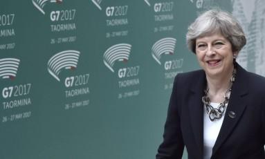 Premier Theresa May chega para reunião do G7 na Sicília Foto: TIZIANA FABI / AFP