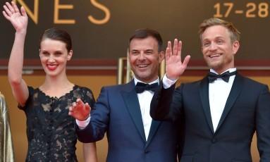 A atriz Marine Vacht, o diretor François Ozon e o ator Jérémie Renier na exibição de'L'Amant Double' Foto: LOIC VENANCE / AFP