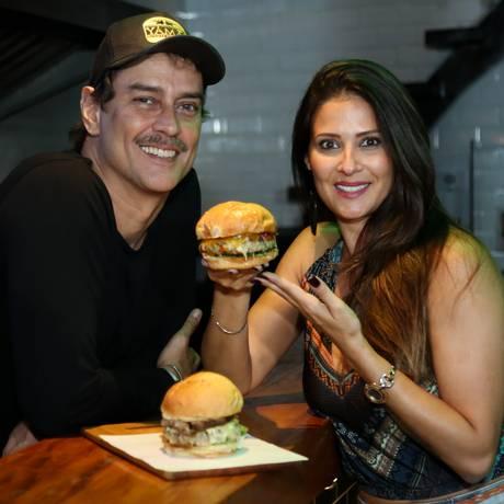 Marcello Antony e a mulher, Carolina: casal faz sucesso com hamburgueria na Barra Foto: Roberto Filho / Divulgação