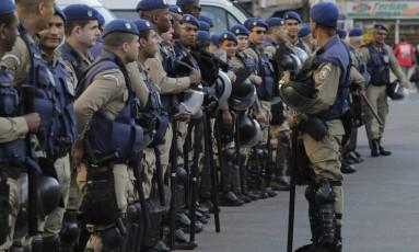 Maioria dos internautas se mostra favorável ao uso de armas por guardas municipais Foto: Pedro Teixeira / Agência O Globo