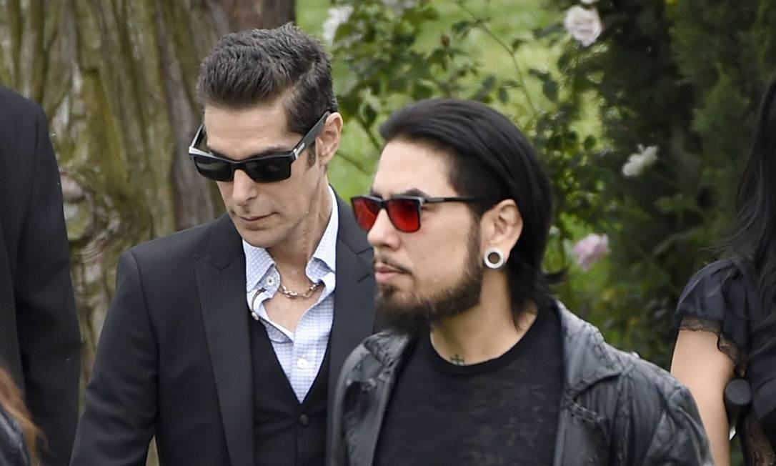Perry Farrell e Dave Navarro, do Jane's Addiction, também estiveram no velório Foto: Chris Pizzello / Chris Pizzello/Invision/AP