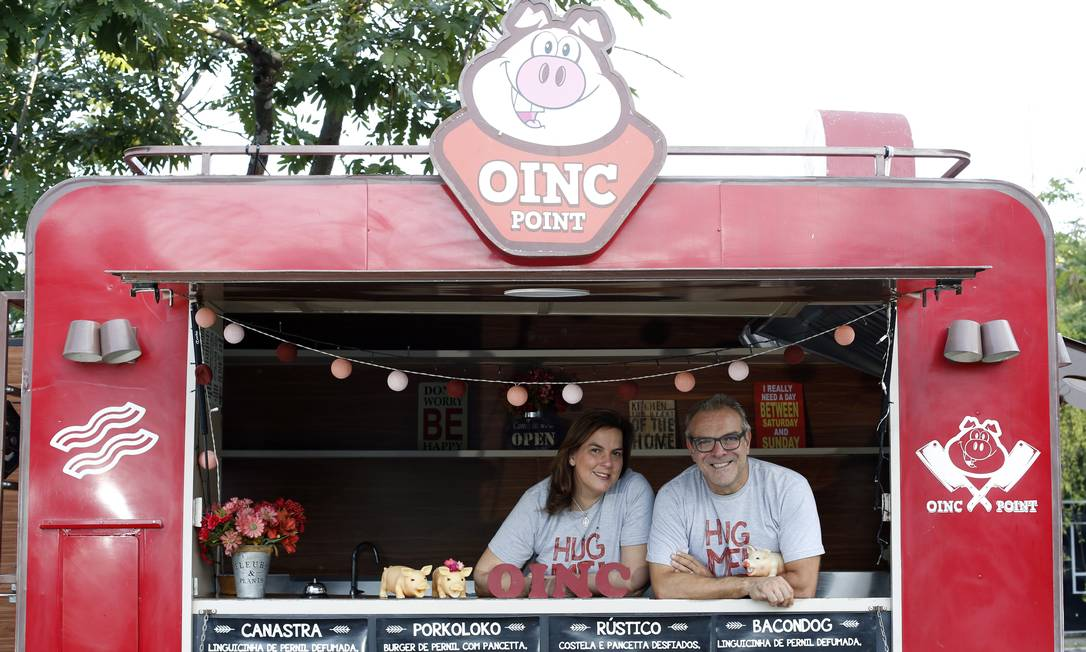 Carne de porco. O casal Ricardo Aquino e Adriana Ferreti apostou em comida artesanal de rua Foto: Fabio Rossi / Agência O Globo