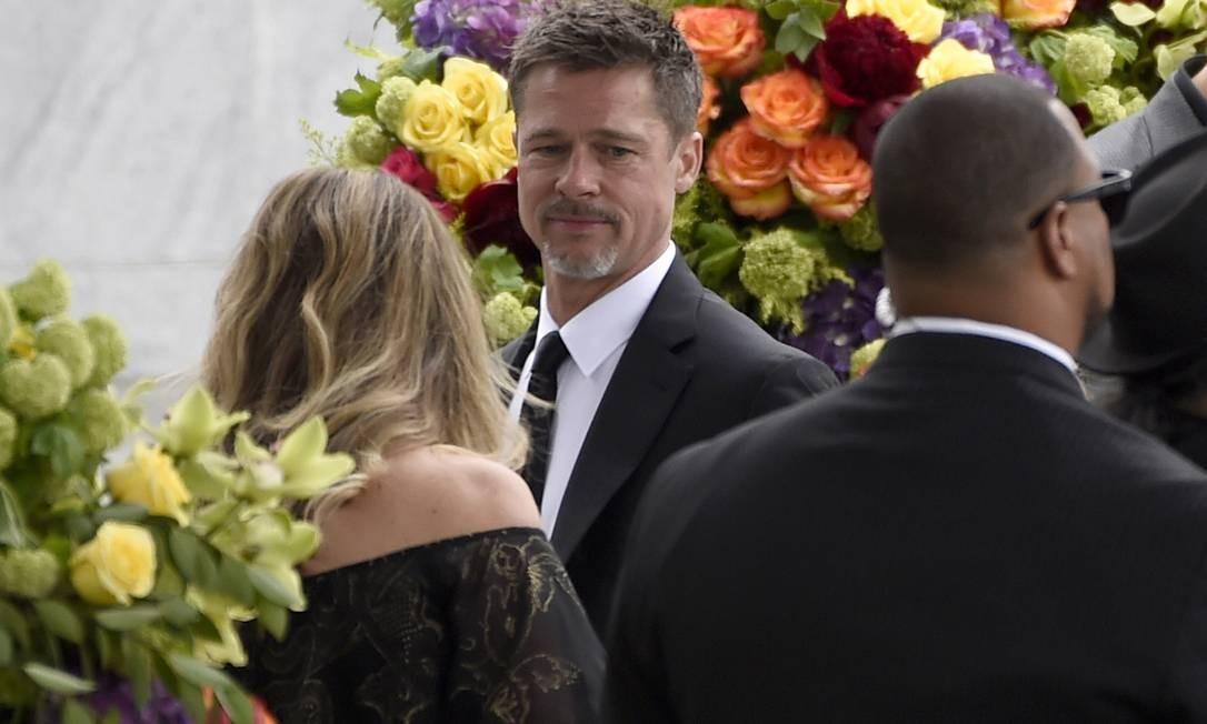 Uma constelação de estrelas da música e do cinema americano esteve presente no funeral de Chis Cornell, nesta sexta-feira, no cemtério Hollywood Forever, em Los Angeles. Brad Pitt foi um deles Foto: Chris Pizzello / AP