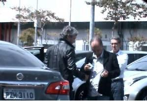 Mendherson Souza Lima, assessor de Zezé Perrella foi filmado recebendo uma mala de dinheiro de Frederico Pacheco de Medeiros, primo de Aécio Neves Foto: Reprodução