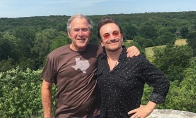 George Bush e Bono Vox juntos em foto no Instagram Foto: Reprodução