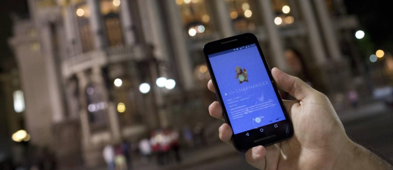 Jogo no Municipal: 'Pokémon Go' chegou ao Brasil um mês depois do lançamento na Europa pela falta de capacidade dos servidores Foto: Mônica Imbuzeiro/03-08-2016