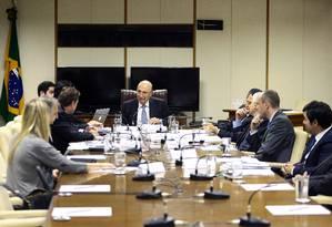 O ministro da Fazenda, Henrique Meirelles participa de reunião no ministério da Fazenda Foto: Jorge William / Agência O Globo