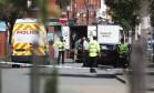 Polícia interditou a área de Moss Side, em Manchester, em meio a operações de busca neste sábado Foto: Jonathan Brady / AP