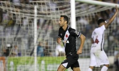 Nenê comemora o terceiro gol do Vasco, que deu a vitória sobre o Fluminense Foto: Guilherme Pinto / Agência O Globo