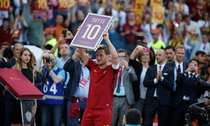 Resultado de imagem para Totti se despede da Roma com vitória