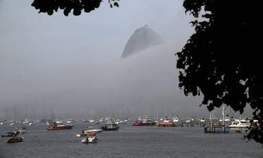Céu do Rio nublado, na altura do Aterro do Flamengo Foto: Custódio Coimbra / Agência O Globo