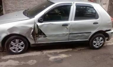 O carro de morador atingido por caveirão na Vila Kennedy Foto: Bangu ao Vivo