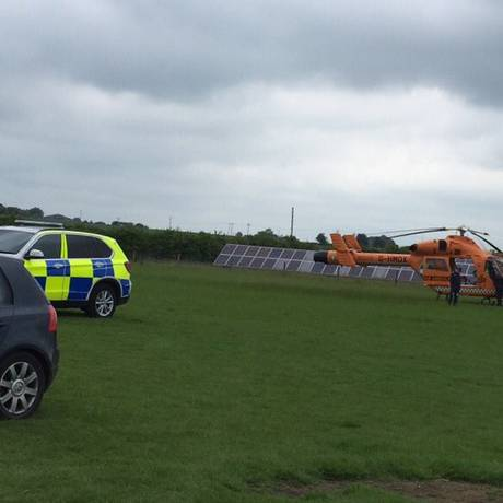 Polícia e ambulância aérea chegam para atender um chamado no zoológico Hamerton Zoo Park Foto: Reprodução Twitter