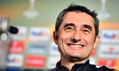 Ernesto Valverde, ex-Athletic Bilbao, é o novo técnico do Barcelona Foto: YORICK JANSENS / AFP