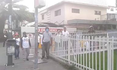 Emergência de hospital é atingida por gases lacrimogêneos na Venezuela Foto: Reprodução
